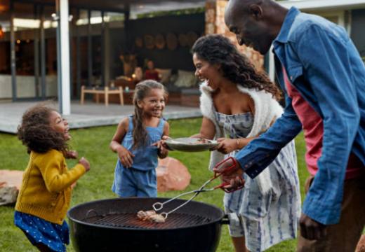 Soirée barbecue : les avantages de la pergola